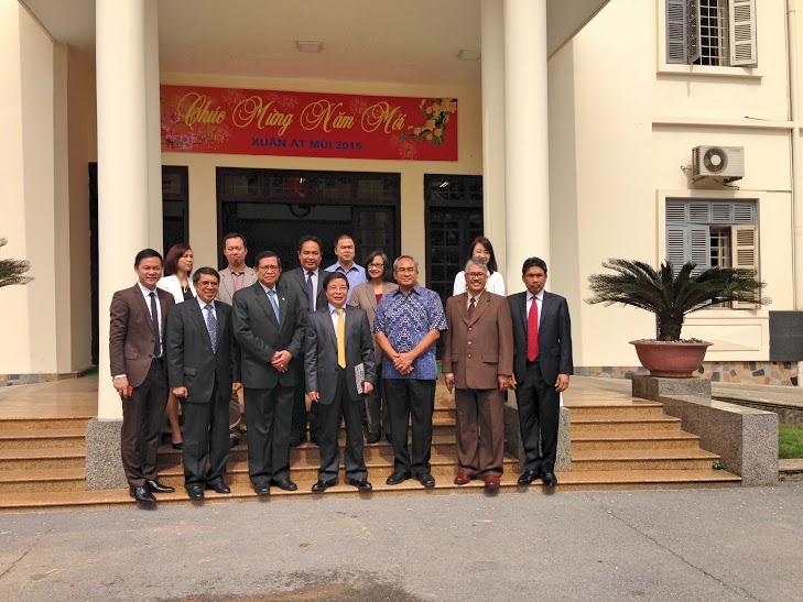 Kunjungan Dekan Fisip Universitas Budi Luhur Ke Hanoi University, Vietnam