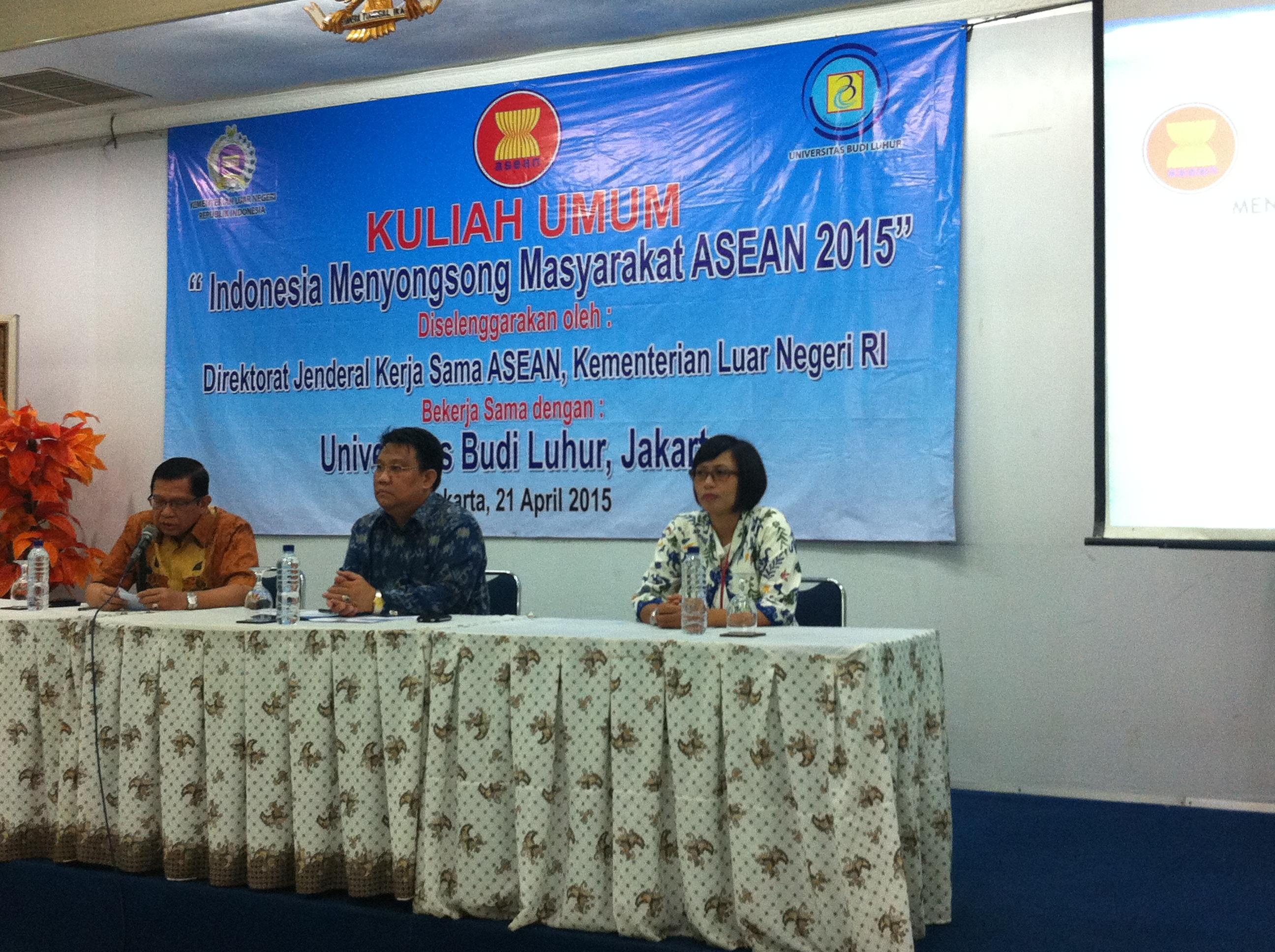 """Seminar """"Indonesia Menyongsong ASEAN Community 2015"""""""