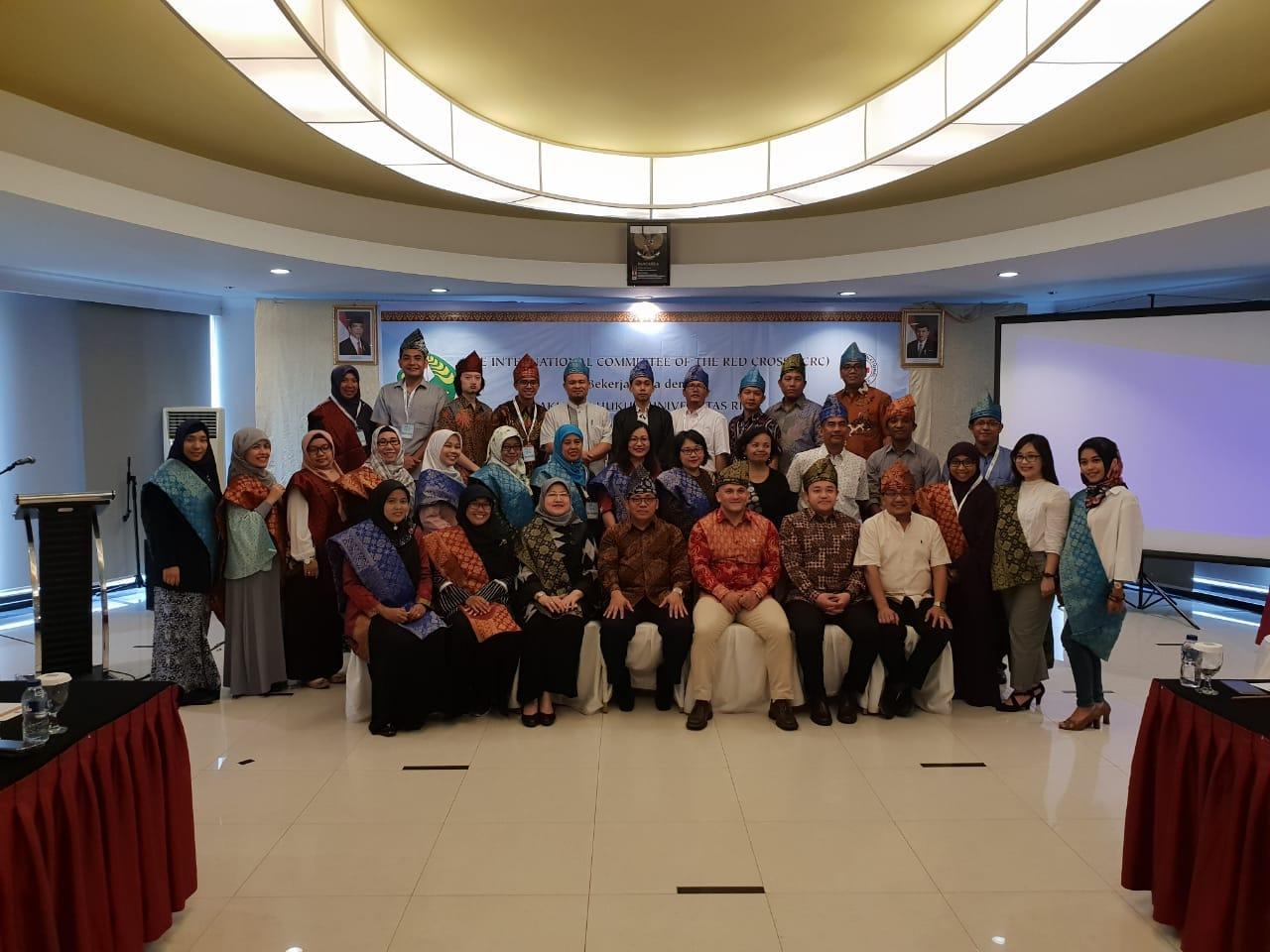 Dosen Prodi Hubungan Internasional (Tulus Yuniasih, M. Soc. Sc.) mengikuti International Humanitarian Law (IHL) Advanced Course, pada Tanggal 28-31 Agustus 2018 di Universitas Riau, Pekanbaru