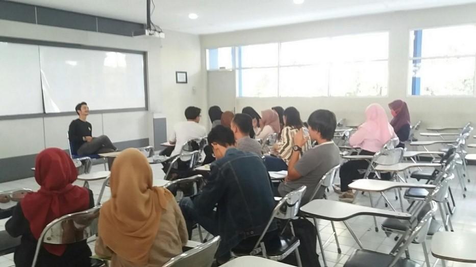 [:ID]Kegiatan Lab Diplomasi: Tutorial Pengantar Ilmu Hubungan Internasional (PIHI) dan Teori HI Lanjutan (THIL), Diskusi Ilmiah dan Kelas Bahasa[:]