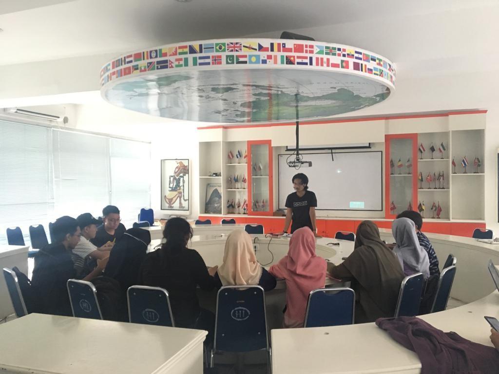Kegiatan Lab Diplomasi Hubungan Internasional: Tutorial Mata Kuliah Teori Hubungan Internasional (THI) dan Ekonomi Politik Internasional (Ekopolin)
