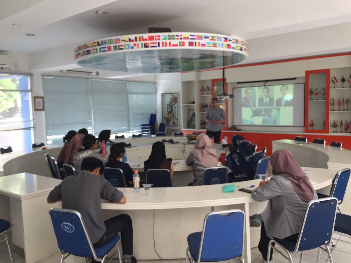 Kegiatan Lab Diplomasi HI: Diskusi Ilmiah